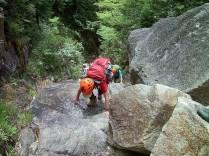 ジョーズ岩を登る