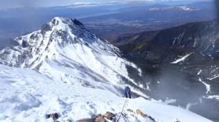 ⑤雪稜を登るHMDさん
