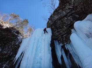 ⑥大滝を登るHMDさん