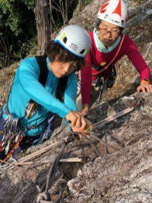 最後に岩場整備協力。残置ロープを新しくし、カラビナを残した