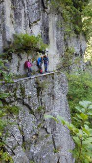 ギリギリの登山道