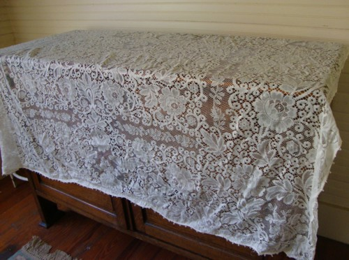 Whatu0027s A Vintage Lace Tablecloth Worth?