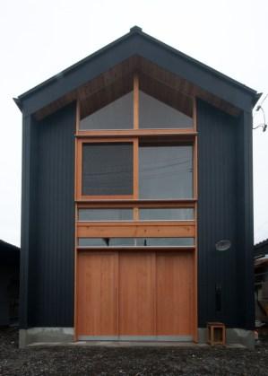 神戸町の家 雰囲気のいいガルバと木のコントラストの外観