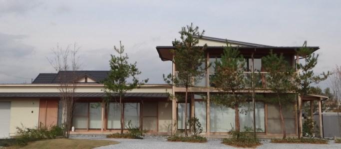 岐阜県垂井町 深い軒のある家