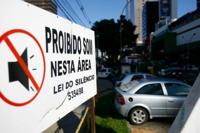 Lei de combate à poluição sonora estabelece o volume máximo permitido para cada horário e prevê multas - Foto: Joá Souza | Ag. A TARDE | 10.10.2014