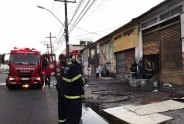 Galpão pega fogo na Cidade Baixa