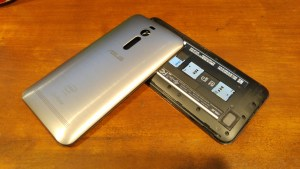 Asus ZenFone 2 removable battery cover