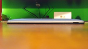 Asus ZenFone 2 side