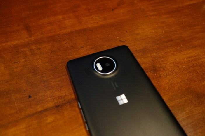 Lumia 950 XL back 1