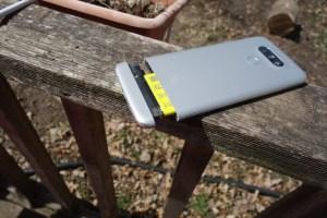 LG G5 battery slot open