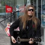 Peter Ahlborg spelar i Trollhättan idag under Fallens dagar