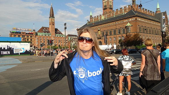Peter Ahborg framför Rådhusplatsen i Köpehhamn den 8 augusti 2014. Foto: Privat