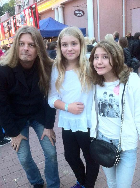 Det var många som ville ha en bild tillsammans med Peter när han besökte Liseberg för att se på The Fooo. Här är Peter tillsammans med Ionna Kalaitzidou, längst till höger.