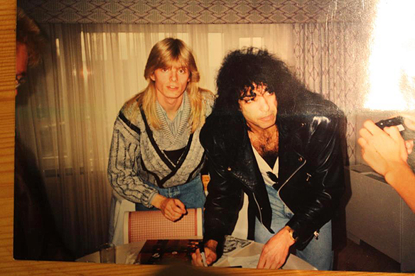 Peter Ahlborg och Paul Stanley tillsamman under Kiss presskonferens i Stockholm 18 september 1988 på Sheraton Hotel.