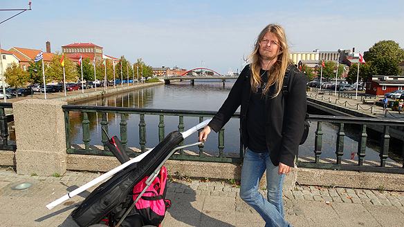 Peter och hans vagn besöker Lidköping. Foto: Privat