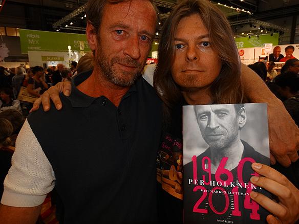 Peter Ahlborg och Per Holknekt träffas på bokmässan 2014.