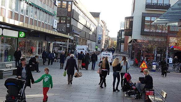 Linköping är en mysig stad tycker Peter Ahlborg, som besökte staden 28 oktober 2014 under sin gatuturné. Foto: Peter Ahlborg