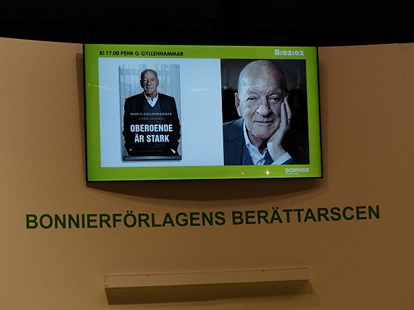 """Pehr G Gyllenhammar berättar om sin nya bok """"Oberoende är starkt"""" under Bokmässan 2014. I boken framkommer det att Gyllenhammar känner sig som en rebell som blev utfryst av samhället efter att han avgick från Volvo 1993. Foto: Peter Ahlborg"""