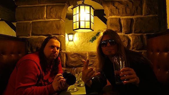 Mysiga restaurangen Hamlet i Linköping fick besök av Peter Ahlborg och Hasse Sukis. Foto: Peter Ahlborg