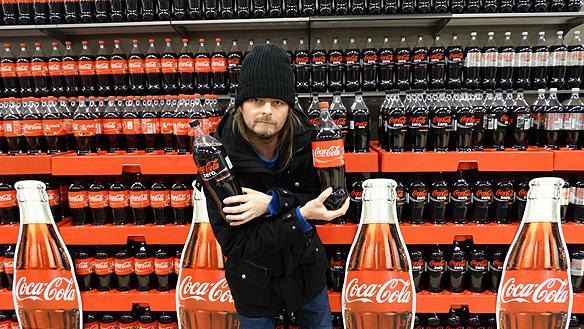Coca Cola för hela slanten. Den som äger företaget sitter på största diamanten. Foto: Charlie Källberg.