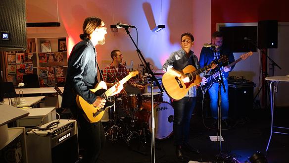 Det bjöds på äkta rock'n'roll av dessa skickliga musiker under Faktum   festen. Foto: Peter Ahlborg