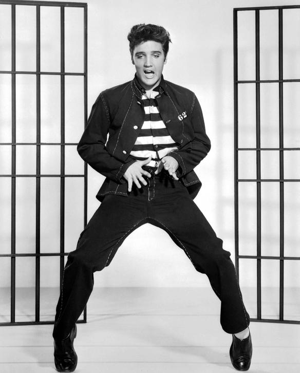 Elvis Presley med med sin sexiga image - svängande höfter och en starkt karisma fick många kvinnor att hamna i extas under konserterna.