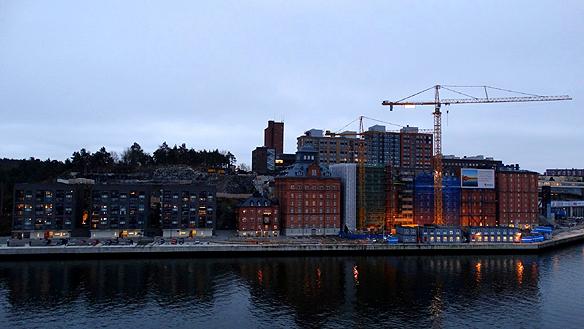 Trots att det byggs mycket lägenheter i Stockholm får byggbolagen svårt att bygga ifatt eftersom byggandet varit eftersatt i mer än 20 års tid. Foto: Peter Ahlborg
