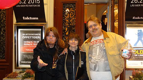 Peter Ahlborg, Anne Hietala och Bertil Schöneman alla tre stolta Faktumförsäljare.
