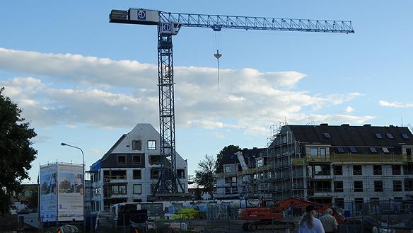 """Under 2014 såldes det 104 000 bostadsrätter i Sverige. Värdet på affärerna uppgick till 178 miljarder kronor. Det är nytt rekord. """"Eftersom det råder en så stor   bostadsbrist gör det att de som har råd att köpa sin lägenhet betalar ett högre pris än någonsin för sin bostadsrätt, säger Peter Ahlborg."""""""
