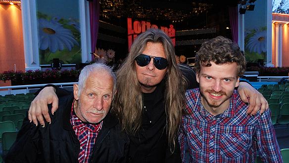 Peter Ahlborg tillsammans med sin gode vän fotografen och filmaren Charlie Källberg, som dokumentarar allt och alla! Här är vi Peter Ahlborg, Charlie   Källberg och hans släkting Yngve på Lotta på Liseberg den 13 juni 2015.