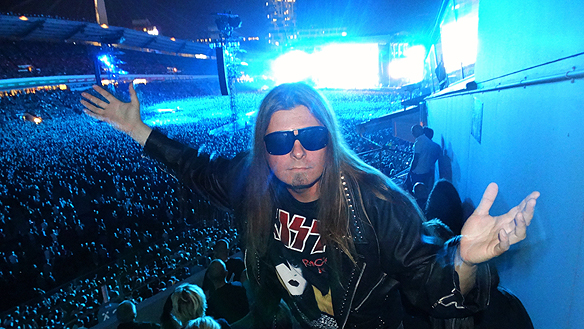 Peter Ahblorg tillsammans med 63 000 andra hårdrockare på Ullevi när han såg Metallica spela inför rekordpublik. Foto: Charlie Källberg
