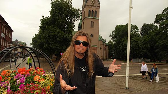 Peter Ahlborg besöker Skövde den 25 augusti 2015 för att göra de sista finjusteringarna på låtarna i studion.