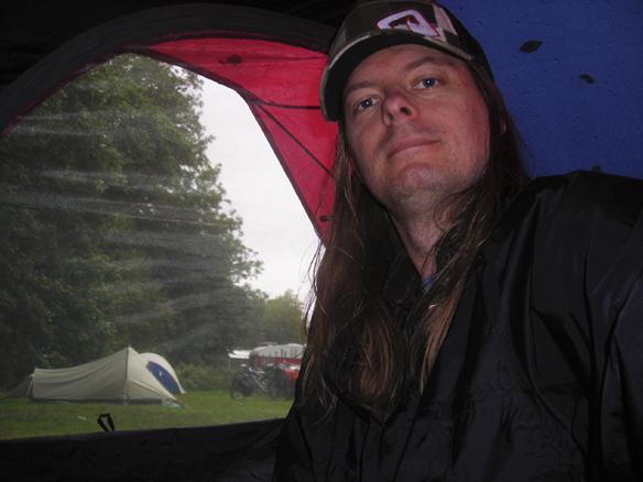 Bildtext. I august 2008 fick tält bli Peter Ahlborg hem eftersom han inte finner någon bostad och Socialtjänsten inte är intresserad av att hjälpa honom. Foto Peter Ahlborg