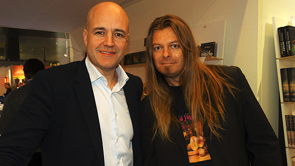 Peter Ahlborg träffar Fredrik Reinfeldt på Bokmässan i Göteborg 2015.