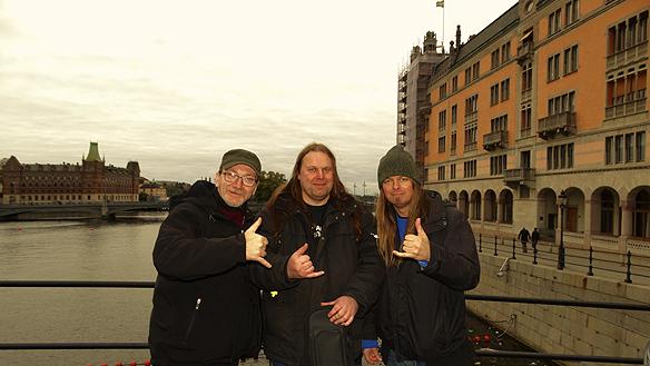 Kärt återseende med min barndomsvän Peter Lindahl (tv.), Hasse Sukis (mitten) och Peter Ahlborg (th). Det var första gången på 26 år som jag och Sukis träffade vår barndomsvän Peter Lindahl. Vi växte upp alla tre ett stenkast från varandra i Hageby i Norrköping. Ett kärt återseende för oss alla tre! *L*
