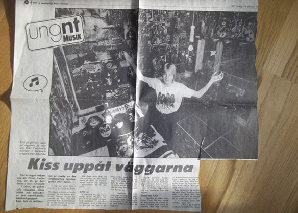 """Peter Ahlborg, då Carlsson i efternamn, visar upp sitt """"Kiss rum"""" för Norrköpings läsare 1983 i Norrköpings Tidningar. Under tonåren och många år framåt betydde Kiss allt - Kiss konserten 1983 förändrade mitt liv, säger Peter Ahlborg."""