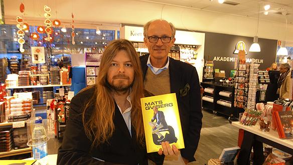 """Peter Ahlborg träffar finansmannen Mats Qviberg 2015-11-17 på Akademibokhandeln i Göteborg, när Mats hade skivsignering på sin nya bok """"Boken om Q"""". - Jag kände att vi hade mycket gemensamt, säger Peter Ahlborg om mötet med Mats Qviberg."""