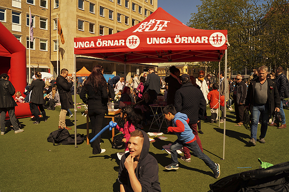 Socialdemokraterna och Unga Örnar hade ordnat ett stort event på Olof Palmes plats i samband som statsministern besöker Göteborg, håller en pressträff, går i första maj tåget och håller ett tal på Göteplatsen. Foto: Peter Ahlborg