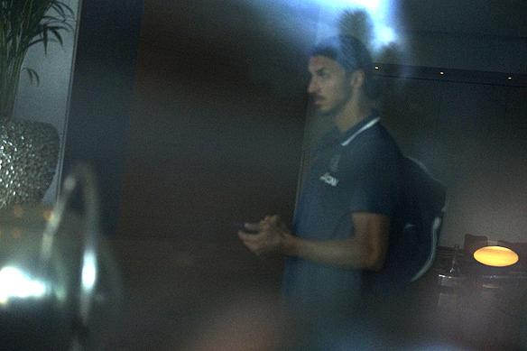 Zlatan inne på hotellet, Sankt Jörgen Park, 15 minuter innan Manchester United ska lämna hotellet och spela en träningsmatch mot Galatasaray på Ullevi. Foto: Peter Ahlborg