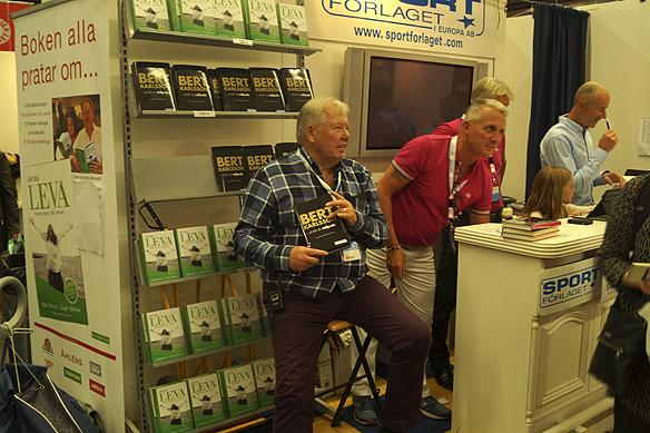 """""""Ingemar Stenmark har inte en chans. Jag säljer betydligt mer böcker än honom"""", säger Bert Karlsson under mötet med Peter Ahlborg. Foto: Peter Ahlborg"""