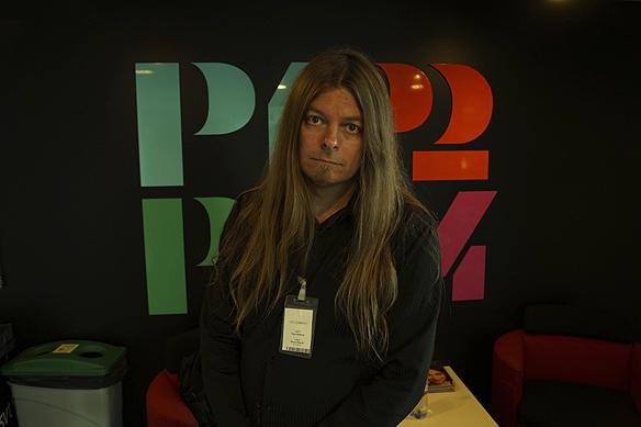 Peter Ahlborg strax innan sändning i Sveriges Radio P4 Göteborg. Foto: Simon Rissvik/SR