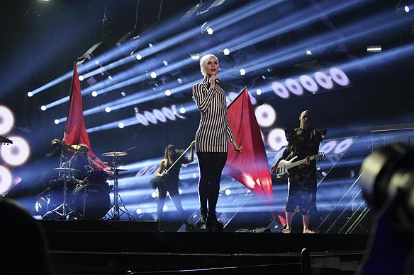 "Dissmissed framför sitt Melodifestival bidrag ""Hearts align"" under Melodifestivalen i Malmö den 11 februari 2017. Foto: Peter Ahlborg"