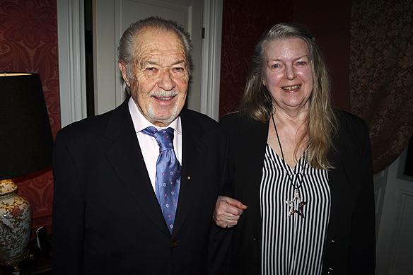 Tony och min mamma Ingrid Karlsson firar Tony Lönnqvist 80-års dag i göteborg den 9 februari 2017. Foto: Peter Ahlborg