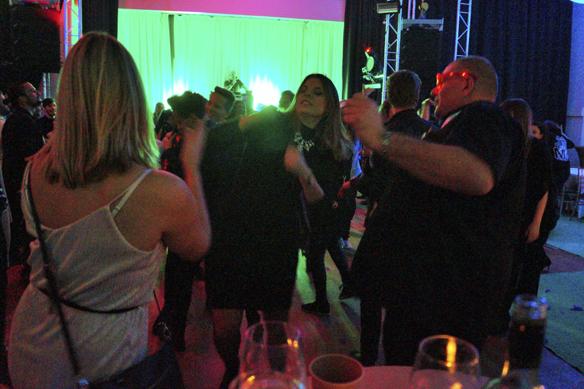 Christer Hansson fick framgång på dansgolvet när han slog på sina blinkande glasögon. Det var fascinerande att beskåda. Här en bild från Melodifestivalens efterfest på Elite Park Avenue 4 februari 2017. Foto: Peter Ahlborg