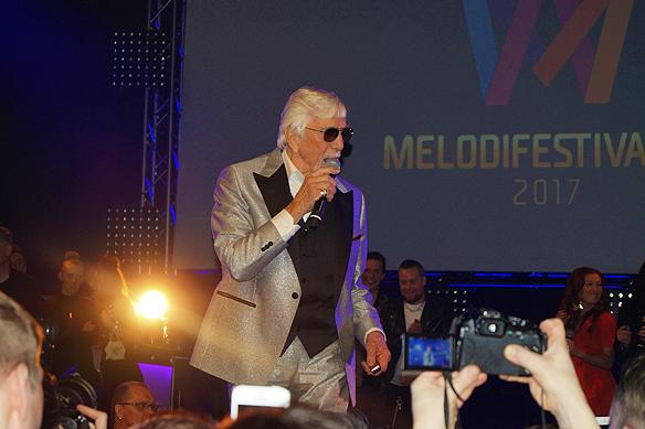 """Owe Thörnqvist fyller 88 år och är """"still going strong"""". Här framför framför han sitt Melodifestival bidrag """"Boogieman Blues"""" på Melodifestivalens efterfest natten till 12 mars 2017. Foto: Peter Ahlborg"""
