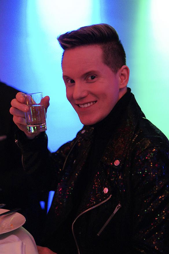 Hängivna Melodifestivalreportern Johan är med som alltid på alla arrangemang runt Melodifestivalen. Foto: Peter Ahlborg