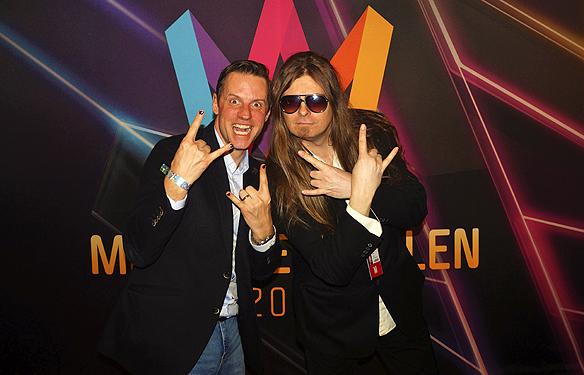Peter Ahlborg träffar på magikern Stefan Odelberg på efterfesten i Melodifestivalen. Här gör vi en rolig fotosession strax efter kl 04 på morgonen! L