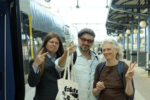 Här är Faktum-teamet på väg hem efter en väl genomförd intervju med Centerpartiets partiledare Annie Lööf. Från vänster till höger Peter Ahlborg, Faktums Fotograf Mario Prhat och Faktums Malmö-redaktör Maria Dahmén.