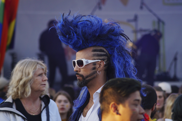 XLNT Marc Linnér - killen med det coolaste håret under West Pride i Göteborg 2017. Foto: Peter Ahlborg