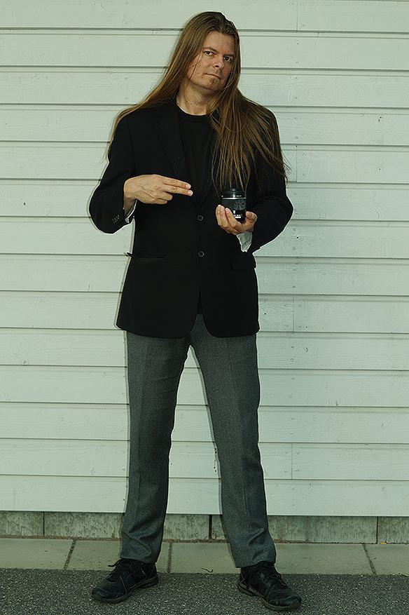 Peter Ahlborg hinner med och ta en fotosession under tiden de väntar på att Kungen och Drottning Silvia ska komma ut från finalen i Longines som hölls i Ullevi, Göteborg, den 27 augusti 2017. Foto: Charlie Källberg